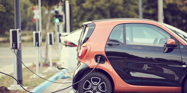 Samochód elektryczny na wynajem - zalety i wady
